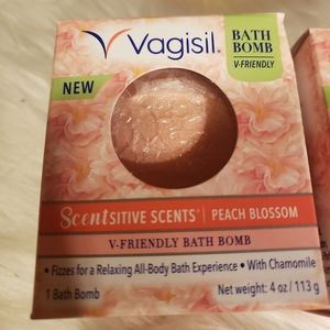 2 NIB Vagisil bath bombs peach